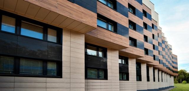 Фасад из керамогранита в современном стиле